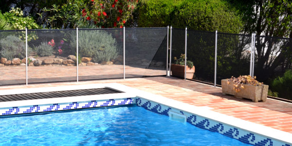 Think about securing his pool! More than an obligation, a responsible and moral act