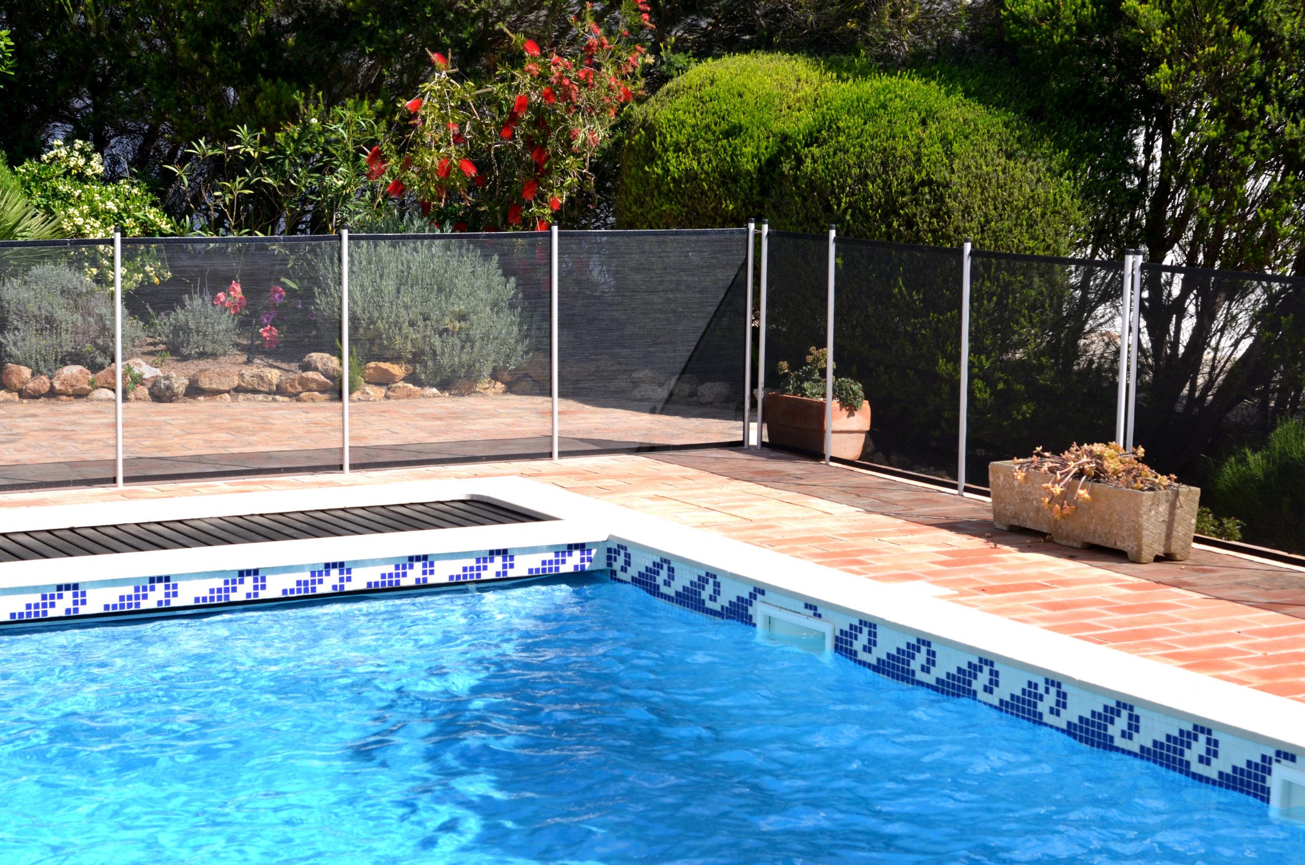 Piscine A Moins De 100 Euros pensez à sécuriser sa piscine ! plus qu'une obligation, un